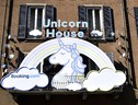 Booking.com presenta la Unicorn House (ANSA)