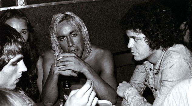 Iggy Pop e Lou Reed in una foto di scena del docufilm ''Mother of Rock: Lillian Roxon'' regia di Paul Clarke.