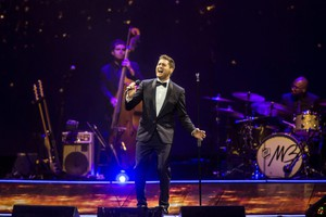 epa04474323 A picture made available on 03 November 2014 shows Canadian singer and songwriter Michael Buble performing live at Papp Laszlo Sports Arena in Budapest, Hungary, 02 November 2014.  EPA/Balazs Mohai HUNGARY OUT (ANSA)