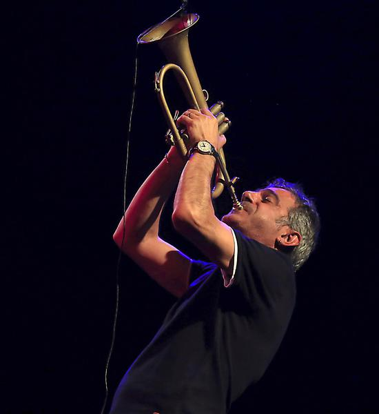 epa06905404 Italian trumpet player Paolo Fresu performs on stage during the 'Jazz en la Costa' International Festival closing concert played at Almuecar's Majuelo Park in Granada, southern Spain, 22 July 2018.  EPA/Pepe Torres © ANSA